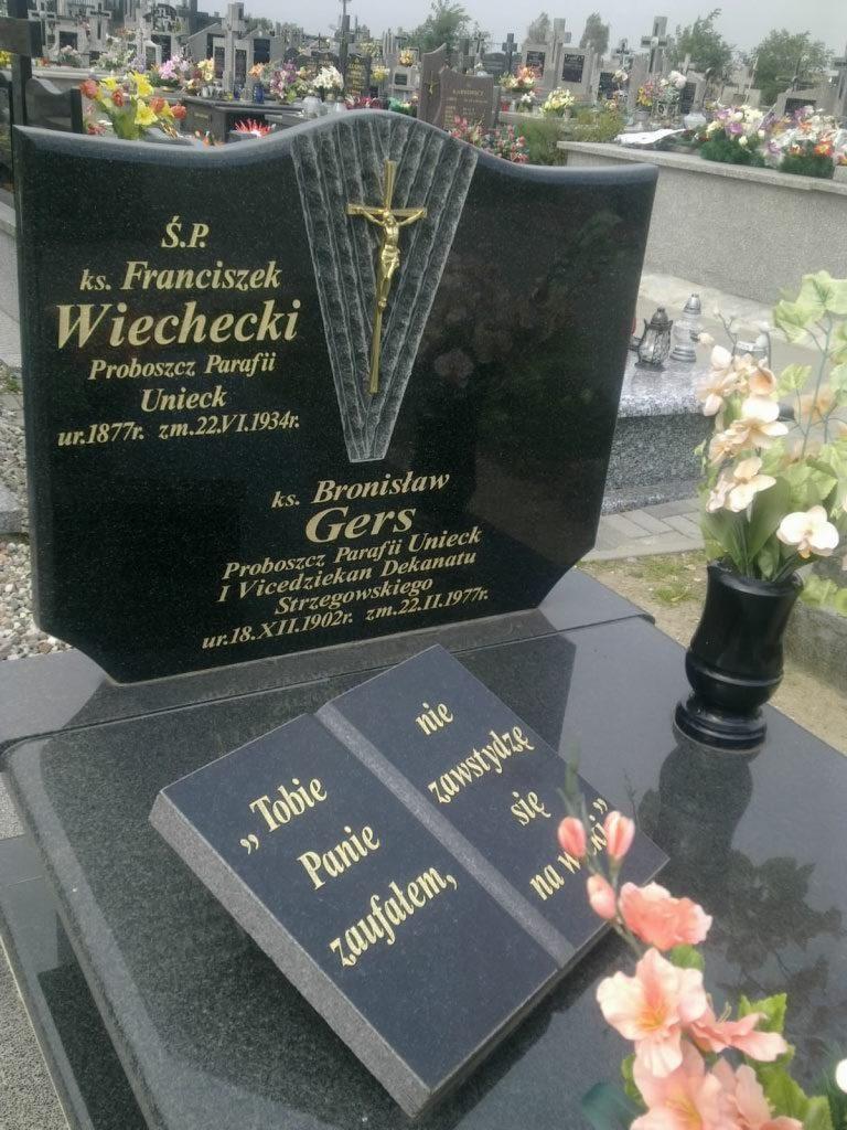 ks. Franciszek Wiechecki / Cmentarz w Uniecku